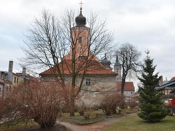 widok na kościół w Byczynie
