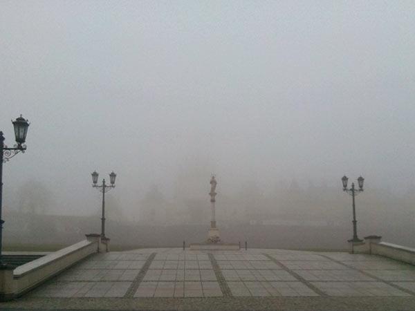 Częstochowa klasztor we mgle